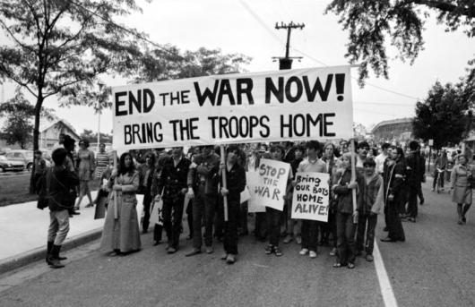 Protest+mpotriva+rzboiului+din+Vietnam+Foto+httpmichiganintheworld.history.lsa.umich.edu_600427